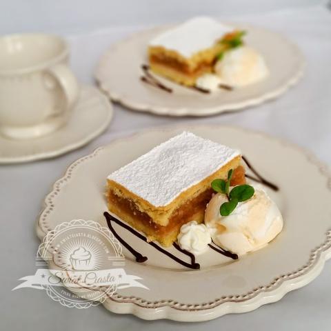 Delikatna szarlotka maślana           |            Świat Ciasta