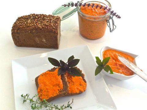 Pasta z pieczonej papryki z fetą i oliwkami - Przekąski na Imprezę