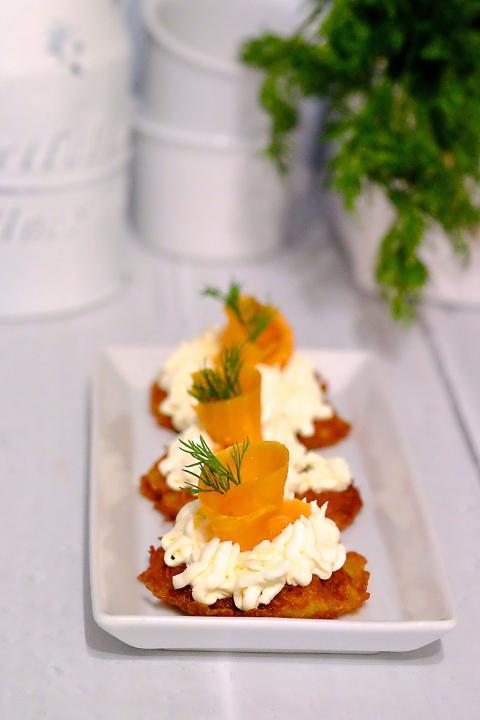 Placuszki ziemniaczane z łososiem - Przekąski na Imprezę