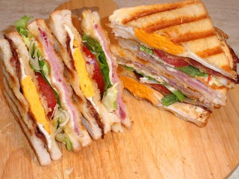 Przepis na Club Sandwich (czyli tost klubowy) | PrzepisDlaCiebie.pl